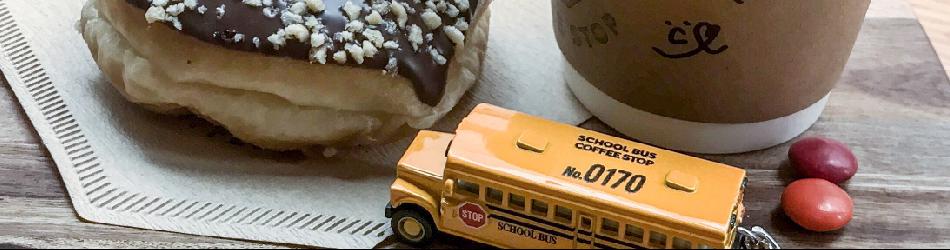 about 黄色いバスとスクールバスとドーナツとマーブルチョコレートとかご作りが好きです